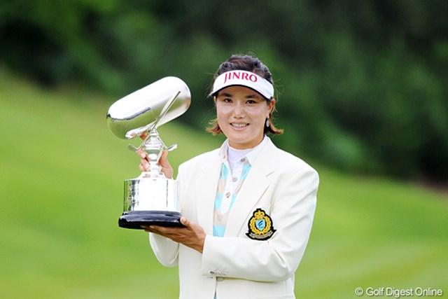 2012年 日医工女子オープンゴルフトーナメント 最終日 全美貞 荒天の中でも最後まで安定したプレーを続け、今季2勝目を獲得した全美貞