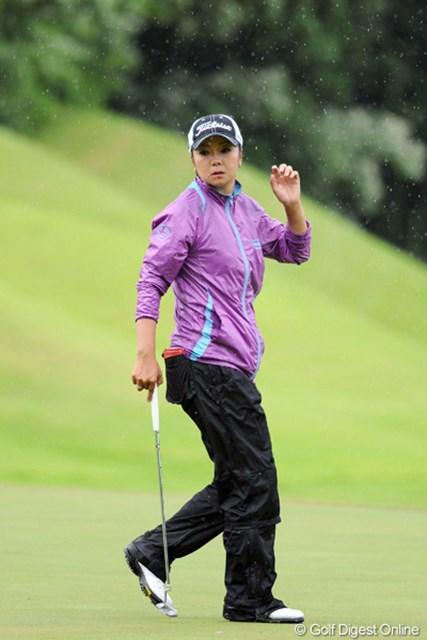 2012年 日医工女子オープンゴルフトーナメント 最終日 三塚優子 右ひじを痛め7試合ぶりの復帰戦となった三塚優子は、49位タイで3日間を無事に完走