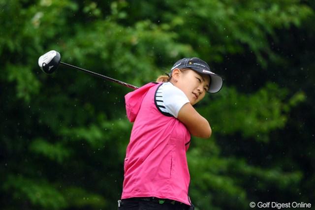 2012年 日医工女子オープンゴルフトーナメント 最終日 成田美寿々 まだプロテストには合格してないそうで、いわゆるQT上位の単年登録選手やそうです。それでも既に500万円以上稼いでます。強いやん!8位