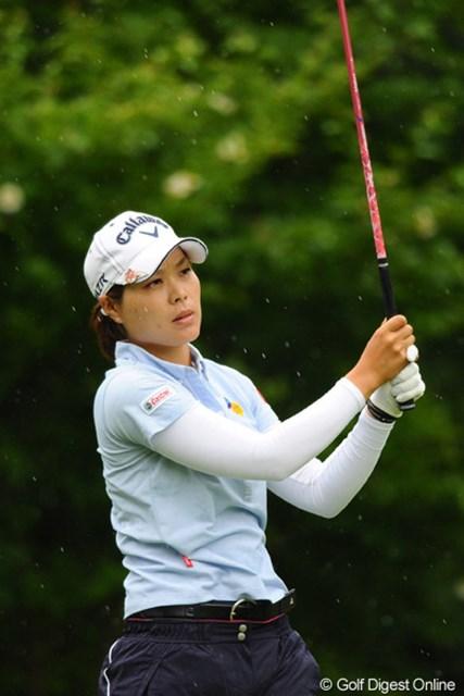 2012年 日医工女子オープンゴルフトーナメント 最終日 大谷奈千代 前半に通算4アンダーまでスコアを伸ばしたんやけど、後半40と崩れて惜しくも10位タイでのフィニッシュとなりました。久しぶりに素顔を拝見しました~。