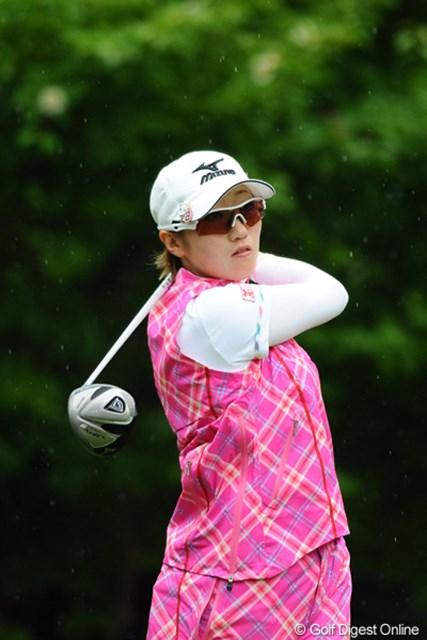 2012年 日医工女子オープンゴルフトーナメント 最終日 飯島茜 左手首痛により苦しい時期が続いていた飯島茜。その遅れを取り戻す今後の活躍に期待!