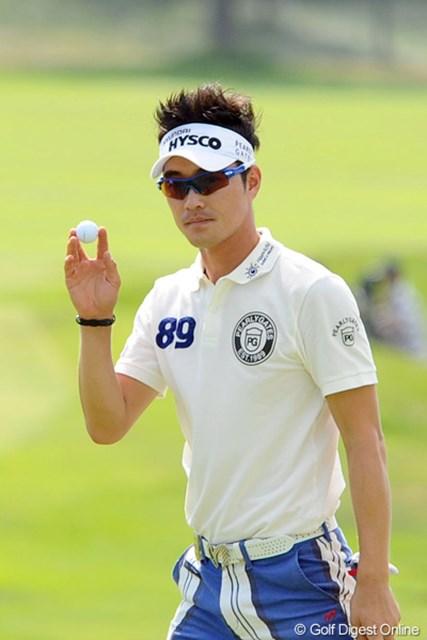 2012年 長嶋茂雄 INVITATIONAL セガサミーカップゴルフトーナメント 3日目 キム・ヒョンソン 一緒に首位タイに立ったイ・キョンフンは母国の後輩。今大会の練習ラウンドではアプローチのアドバイスも送ったという。