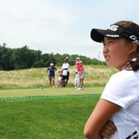 """スイングのテンポが速く、体格も大きくないのに米ツアーでがんばっている""""美香先輩""""に憧れ、ラウンドを観戦中 2012年 全米女子オープン 3日目 光永りん子"""
