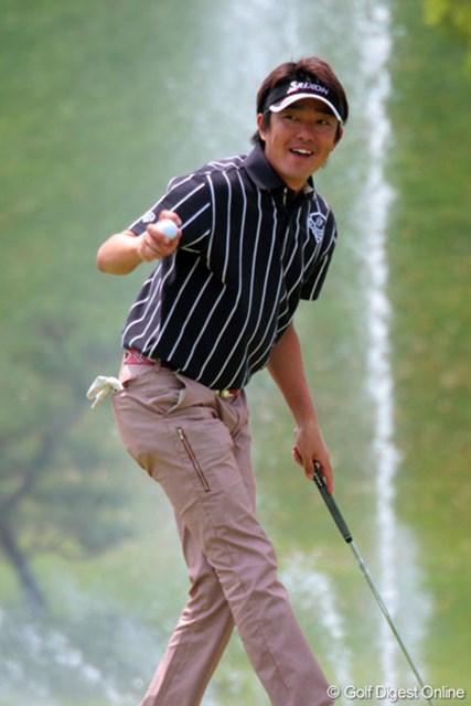 山下和宏 最終18番でもバーディを奪い笑顔でボールを拾い上げた山下和宏