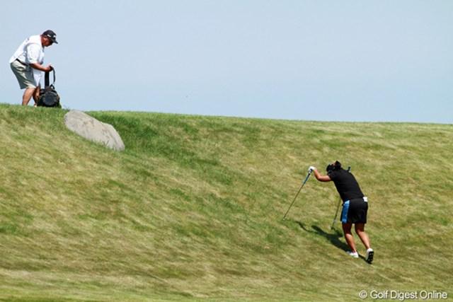 2012年 全米女子オープン 最終日 坂道 難易度の高いコースセッティング、そしてコースに潜むワナ。選手たちも最終日には疲労困ぱいだ
