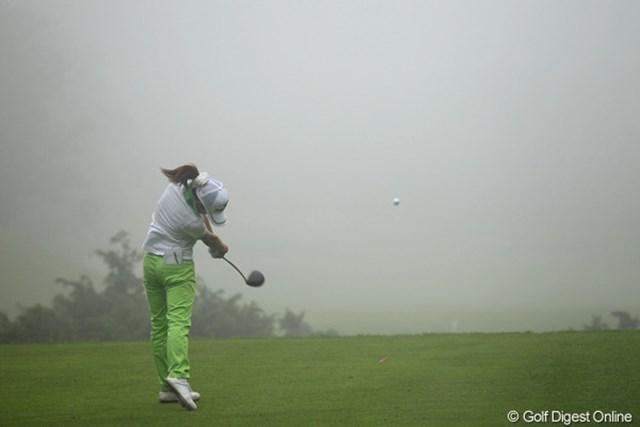 またも濃霧、フェアウェイが見えるんでしょうか?