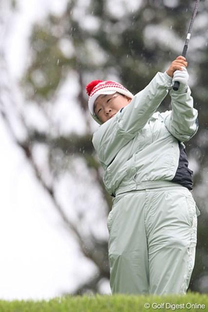 久々という雨中のプレーも「良い結果で満足」と暫定6位タイに浮上した申智愛