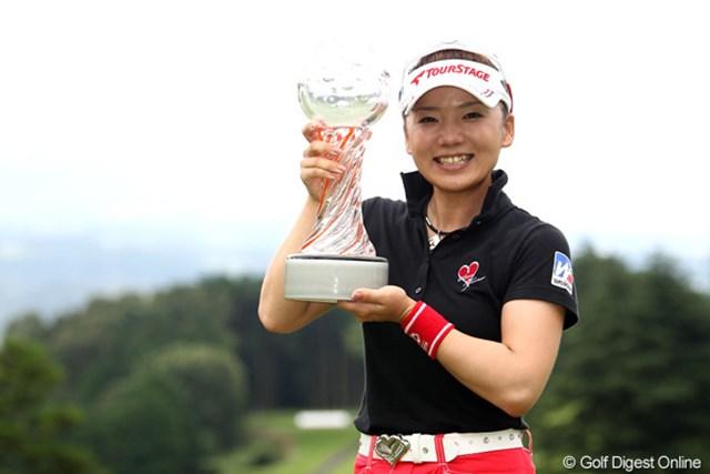 27ホールの短期決戦となった大会を、連覇で今季2勝目をマークした有村智恵。