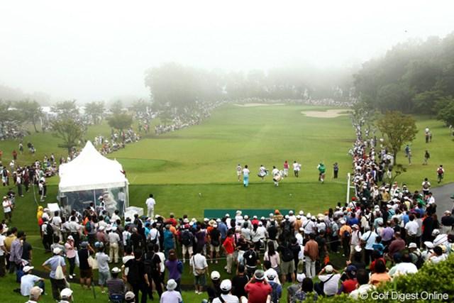 2012年 スタンレーレディスゴルフトーナメント 最終日 10番ホール 第1組がティオフした午前9時45分。スタートホールの10番にはまだ霧が残っていた