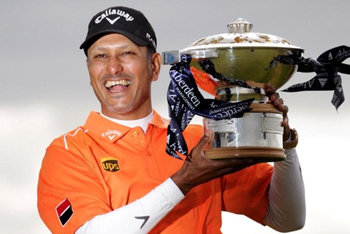 プレーオフを制し、4シーズンぶりの欧州ツアータイトルを獲得したJ.M.シン(Dean Mouhtaropoulos /Getty Images) 2012年 アバディーンアセットマネジメント スコットランドオープン 最終日 ジーブ・ミルカ・シン