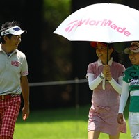 夫の石田純一は横峯さくらと同組でプレー。炎天下の中、東尾理子は18ホールを帯同した 2012年 サマンサタバサ ガールズコレクション・レディーストーナメント 事前 石田純一、東尾理子、横峯さくら