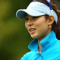 現在、韓国女子ツアー賞金ランキングトップを快走中。昨年韓国で「フォトジェニック賞」を受賞しただけあってなかなかの美貌です。 2012年 サマンサタバサ ガールズコレクション・レディーストーナメント 初日 キム・ジャヨン