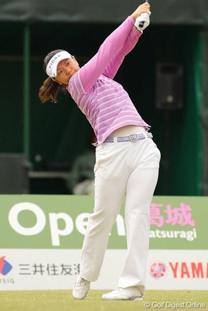 最終18番でチップインイーグルを決め2位タイに浮上した中田美枝