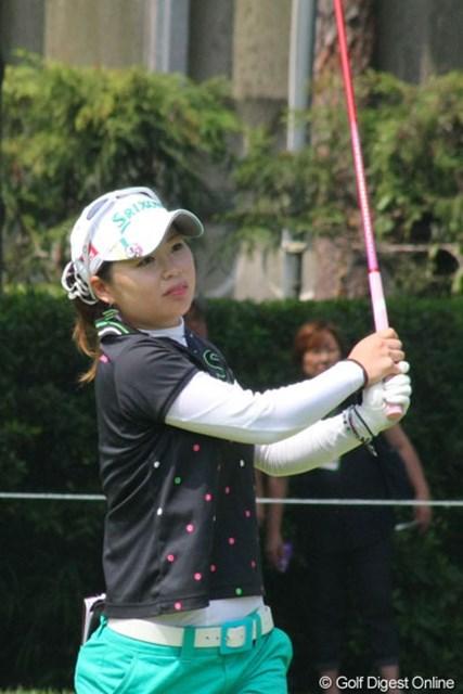 2012年 LPGAプロテスト 東浩子 通算7アンダーでトップ通過を果たした東浩子。「まだ実感が沸かない・・・でもやり遂げた感じです」と笑顔を見せた。