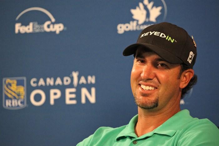 首位発進を決めたS.ピアシーは公式会見で笑顔を見せた。(Hunter Martin/Getty Images) 2012年 RBCカナディアンオープン 初日 スコット・ピアシー
