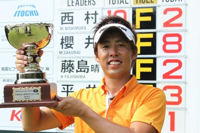 プレーオフの末、チャレンジツアー初勝利を手にした西村。
