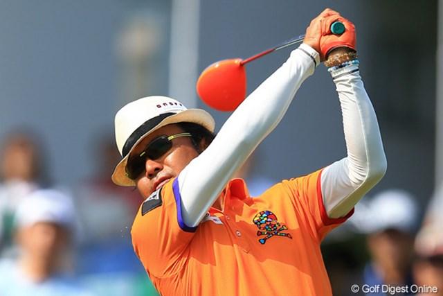 2012年 サン・クロレラクラシック 3日目 片山晋呉 ドライバーはもちろん、今日はグローブもシャツもオレンジ。こりゃリッキー・ファウラーが喰い付くな・・・。
