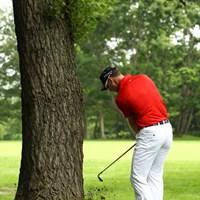 ブレンダンにも不運が・・・9番ティショットは木の根っこ。左打ちで脱出。 2012年 サン・クロレラクラシック 最終日 ブレンダン・ジョーンズ