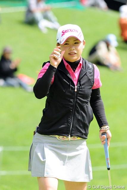 2012年 meijiカップ 初日 東浩子 プロテストトップ通過で今大会出場権を手にした東浩子。リラックスして初日に臨むもほろ苦デビュー!?となった。