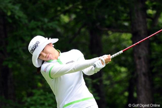 2012年 meijiカップ 2日目 ヤング・キム ソコソコ上位に来るんやけど、まだ日本では未勝利ですワ。ちょっと帽子が深すぎません?せっかくの美貌が見えませんやん!2位T