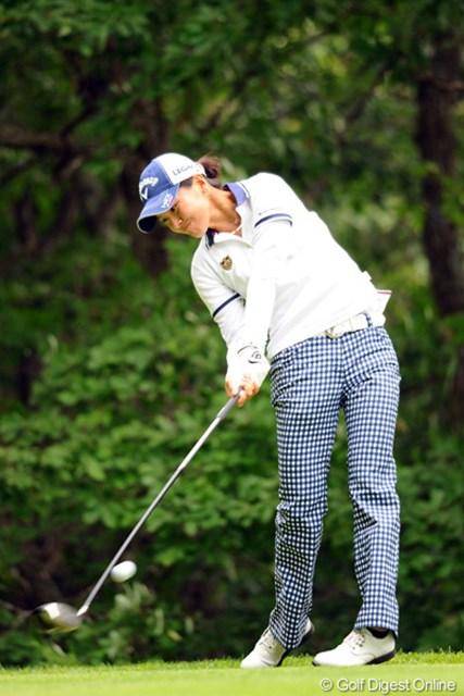 2012年 meijiカップ 2日目 藤田光里 インパクトの写真は顔が見えないので、普段はUPしないんですが、彼女の迫力をお伝えするためにUP。「両脇が締まってシャープに振り抜いてる。有望株!」(森口祐子さん)。5位T