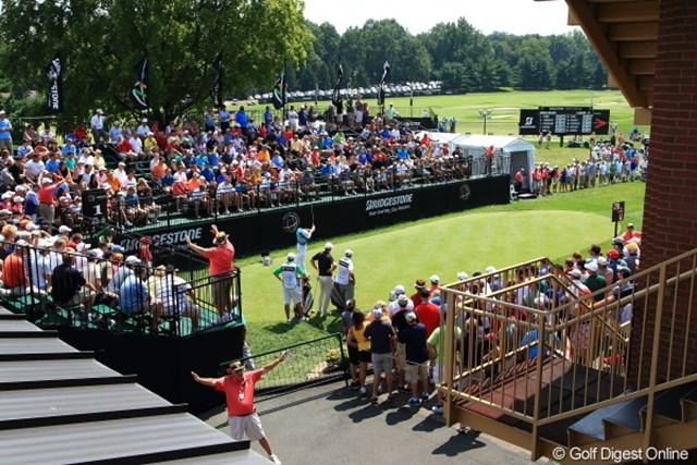 2012年 WGCブリヂストンインビテーショナル 3日目 1番ティ クラブハウス内から見える1番ティ。ティショットはマキロイ。