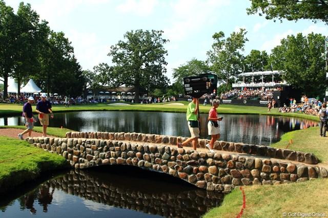 """2012年 WGCブリヂストンインビテーショナル 3日目 16番 """"モンスター""""16番ホールの池。この池に泣いた選手はかず知れず。"""