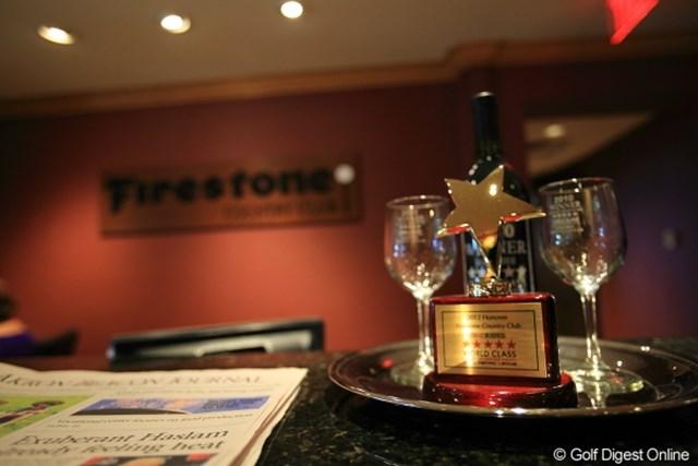 2012年 WGCブリヂストンインビテーショナル 3日目 クラブハウス Firestoneクラブハウス入口に飾ってあったなんかのトロフィー。