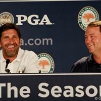 """ライダーカップのキャプテンに選ばれたホセ・マリア・オラサバル(左・欧州)と、デービス・ラブIII(右・米国)の記者会見。。笑顔もこぼれ、""""今のところ""""和気藹々 2012年 全米プロゴルフ選手権 事前 キャプテン"""