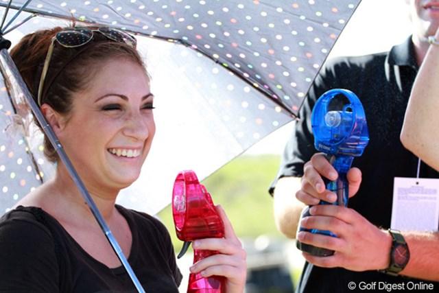 2012年 全米プロゴルフ選手権 初日 涼 ミストが付いたポータブル扇風機。涼しそうです