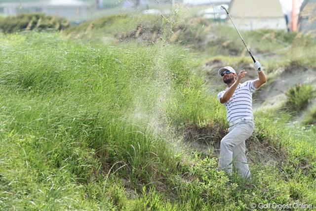 2012年 全米プロゴルフ選手権 初日 ラフ フェアウェイを大きく外すと、こんなに大変な場所に来てしまう。なんとか打ったが…。
