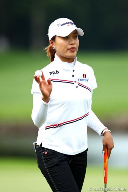 知らない人もいるかと思いますが韓国人です、4アンダー1位タイ。