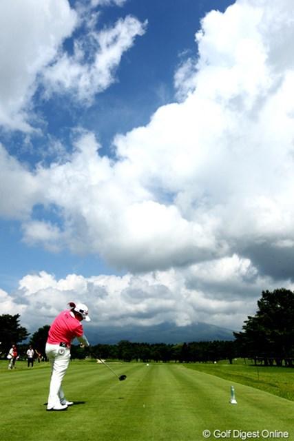 アン・ソンジュ/NEC軽井沢72最終日 7番T雲晴天の青空ちょっと雲は多いけど、アンちゃん思うようにスコアが伸びず・・・