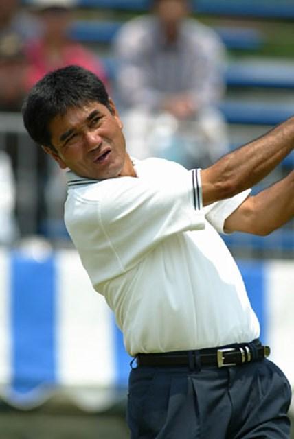 2003年 JCBクラシック仙台 初日 友利勝良 独特の低いフィニッシュで、ボールを操る友利勝良