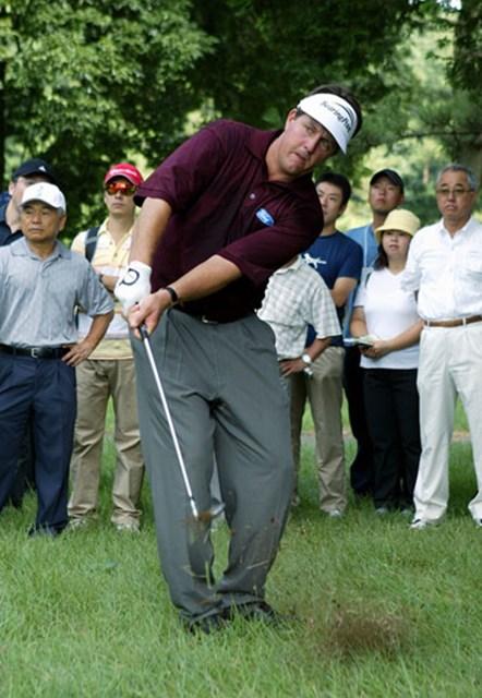 2003年 サントリーオープンゴルフトーナメント 3日目 フィル・ミケルソン イーブンでこらえ、順位を少し上げたP.ミケルソン