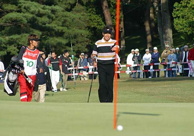 2003年 ブリヂストンオープンゴルフトーナメント 最終日 尾崎直道 プレーオフ1ホール目、第3打目をピンハイ20センチにつけるスーパーショット!!