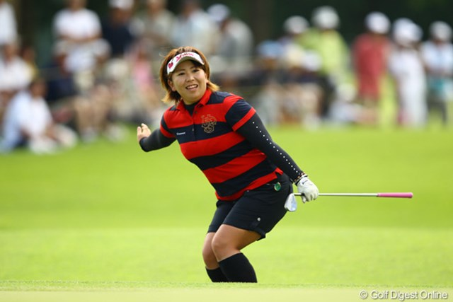 2012年 CAT Ladies 初日 吉田弓美子 先週のチャンピオンは、首位と2打差の6位タイと好スタート。ラウンド中も表情や動きが豊かで、撮るのが面白いプレーヤーの一人です。