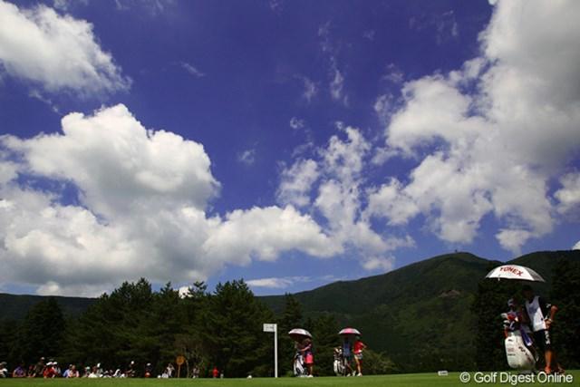 2012年 CAT Ladies 初日 5番ホール 昨日までは曇り空で、かなり涼しかった箱根ですが、今日は一転、青空が広がり日差しが暑い一日でした。