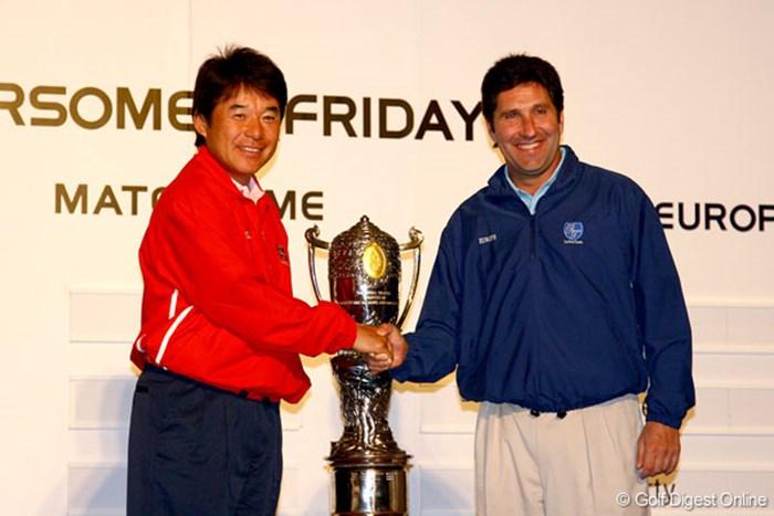 尾崎直道とJ.M.オラサバルの両キャプテンが握手を交わし、健闘を誓い合った 尾崎直道&ホセ・マリア・オラサバル