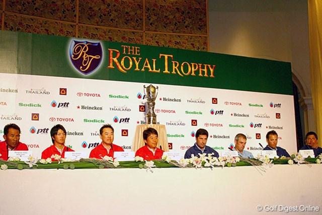 組み合わせ発表会には尾崎直道(左から4番目)と石川遼(左から2番目)が出席