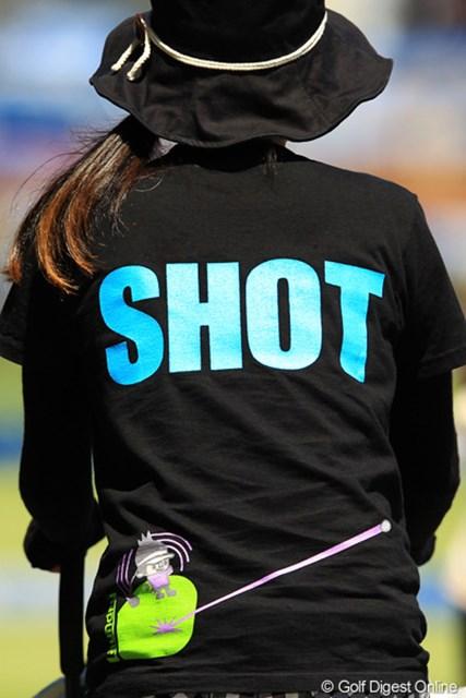 2012年 VanaH杯KBCオーガスタゴルフトーナメント 3日目 ギャラリー へぇ、ゴルフのこんな可愛いTシャツなんてあるんですねぇ