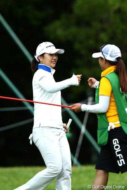 2012年 ゴルフ5レディスプロゴルフトーナメント 初日 黄アルム 17番バーディを決め5アンダーに、2位タイ