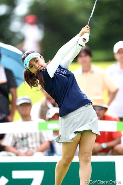 2012年 ゴルフ5レディスプロゴルフトーナメント 2日目 青山加織 11番、160ヤードを6Iで打つとこれが直接カップイン!イーグル奪取の青山加織