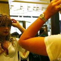 髪留め系のアクセサリーはいくつも鏡でチェックしていたポーラ ポーラ・クリーマー