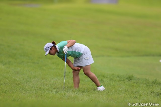 2012年 日本女子プロゴルフ選手権大会コニカミノルタ杯 初日 イ・ヘス 今週のラフはちょっと目を離すとボール見つけるの大変なんです。