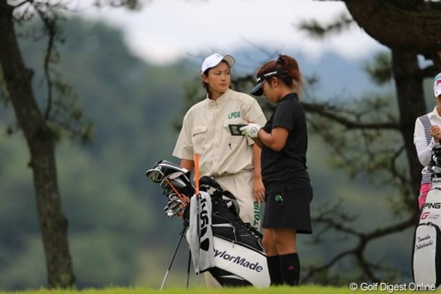 2012年 日本女子プロゴルフ選手権大会コニカミノルタ杯 初日 小山内優代&キャディ イケメンキャディだなぁ…と思ったら紫垣綾花プロでした。
