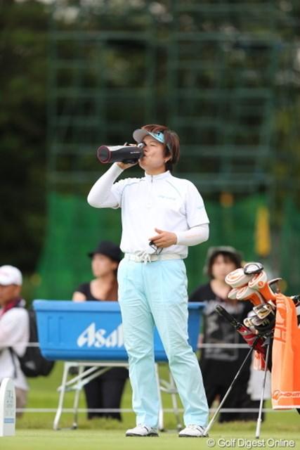 2012年 日本女子プロゴルフ選手権大会コニカミノルタ杯 2日目  コウ・ウスン のまなきゃやってられないわよ。