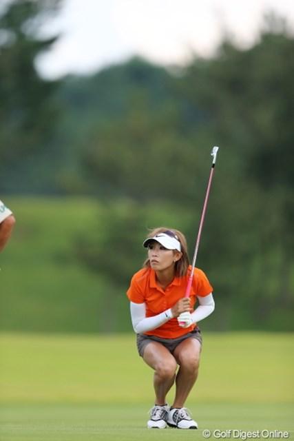 2012年 日本女子プロゴルフ選手権大会コニカミノルタ杯 2日目  金田久美子 おっとアブねー、頭上注意じゃねー?