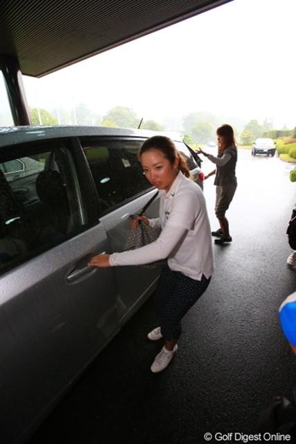 2012年 日本女子プロゴルフ選手権大会コニカミノルタ杯 2日目  大江香織 こんなところまで撮られるとなんだか私、芸能人みたい