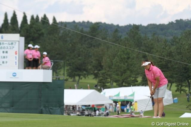 2012年 日本女子プロゴルフ選手権大会コニカミノルタ杯 2日目 福嶋晃子 ルーキー達とウェアがカブっちゃったわ。
